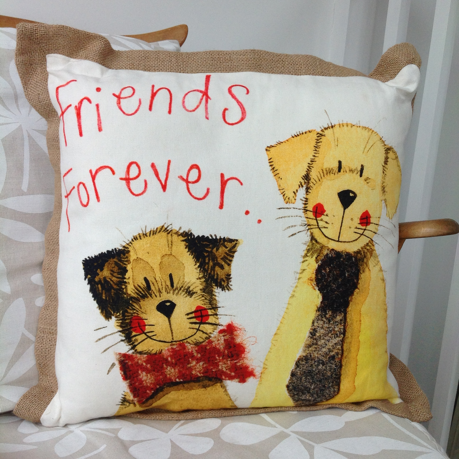 catalog/products/cushions/forever-friends-cushion.JPG