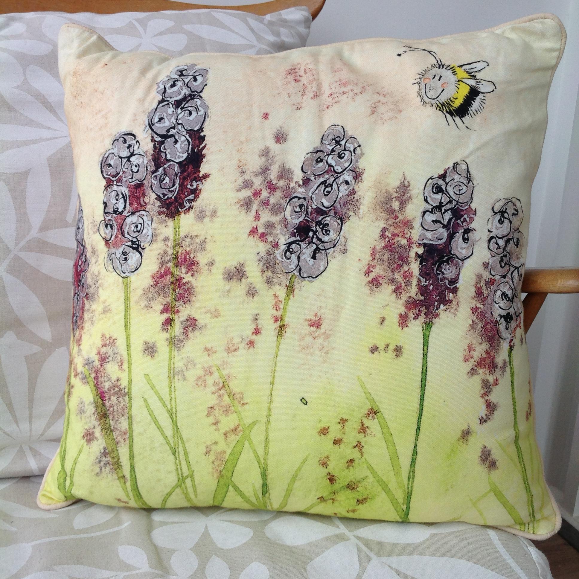 Busy Bees Alex Clark 2020 Calendar: Lavender Cushion